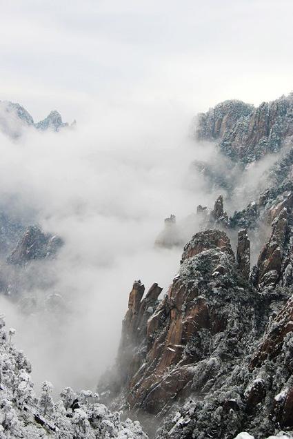 丽的三清山.现在还是的冬雪成了三清山风景区的又一绝.